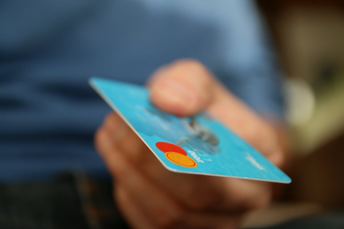 Debit-Cards-Or-Credit-Cards-Differences-Explained